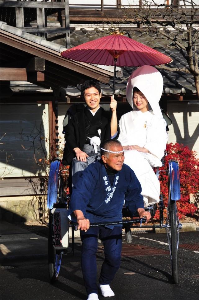 鎌倉ブライダル 結婚式、披露宴会場を人力車で